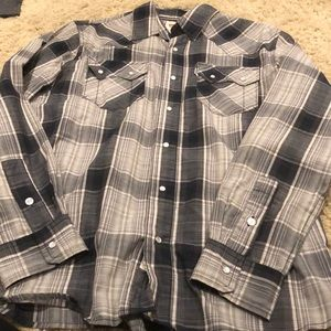 LIKE NEW LEVIS BUTTON UP SHIRT